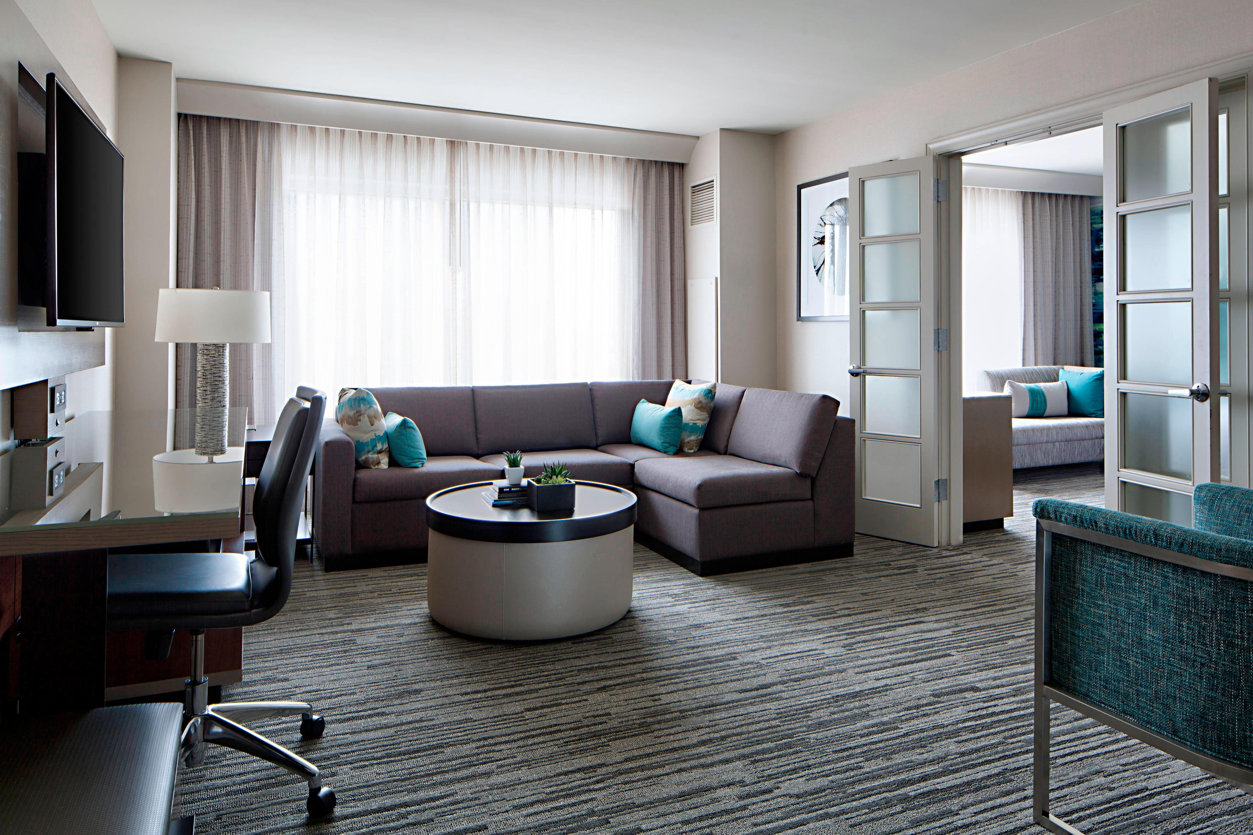Hotel Rooms And Suites In Indianapolis Indiana Indianapolis Marriot Downtown