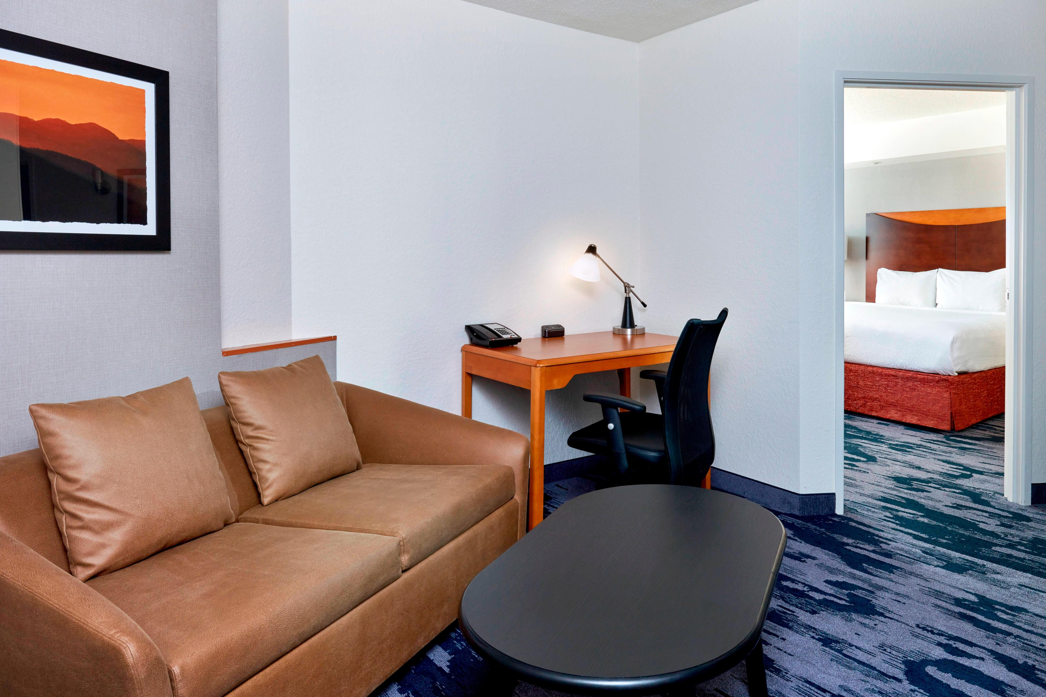 Exterior: Hotel Suites In Downtown Indianapolis