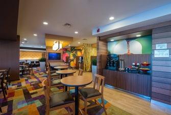 Free breakfast hotel northwest Indianapolis