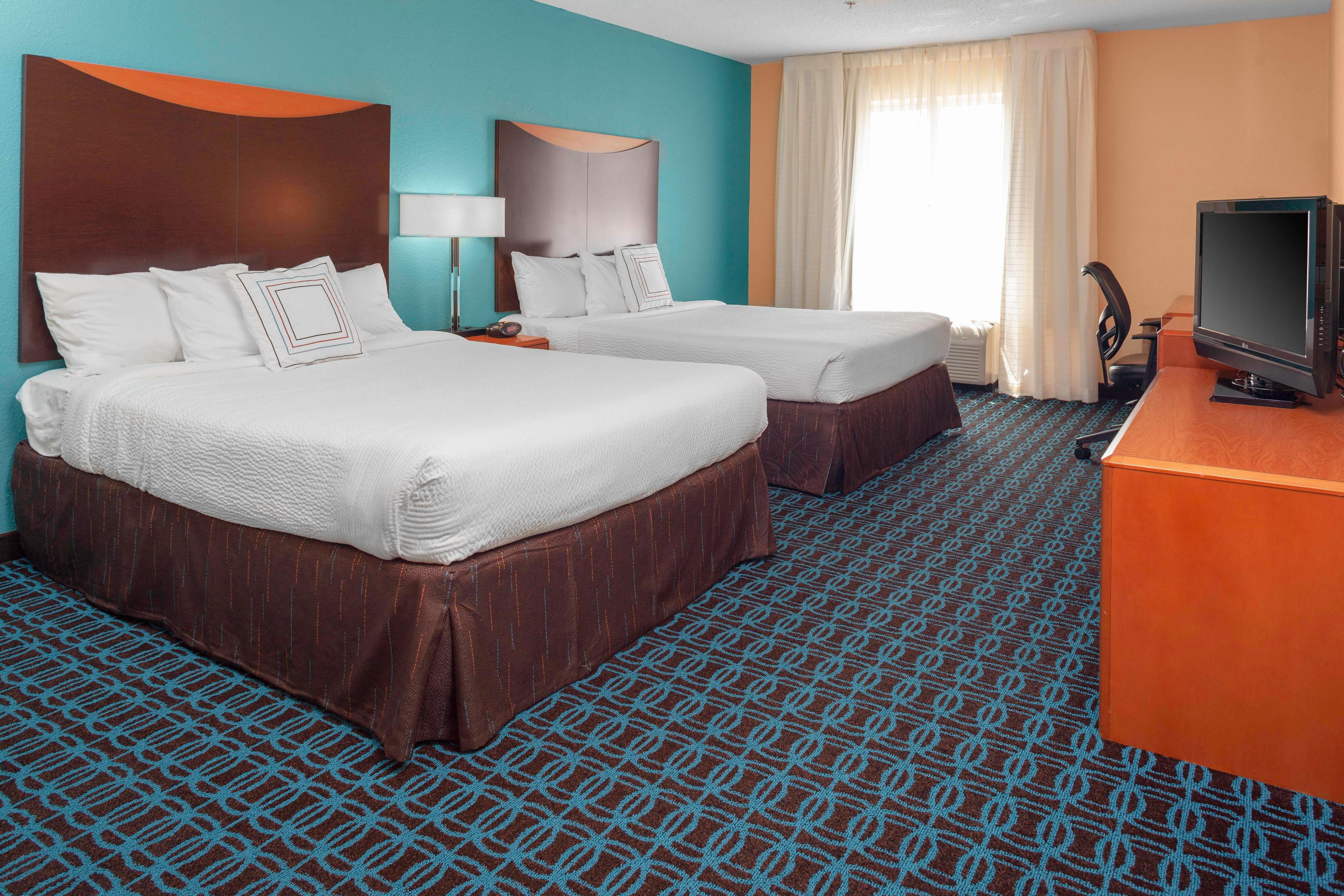 Chambre avec deux lits queen size