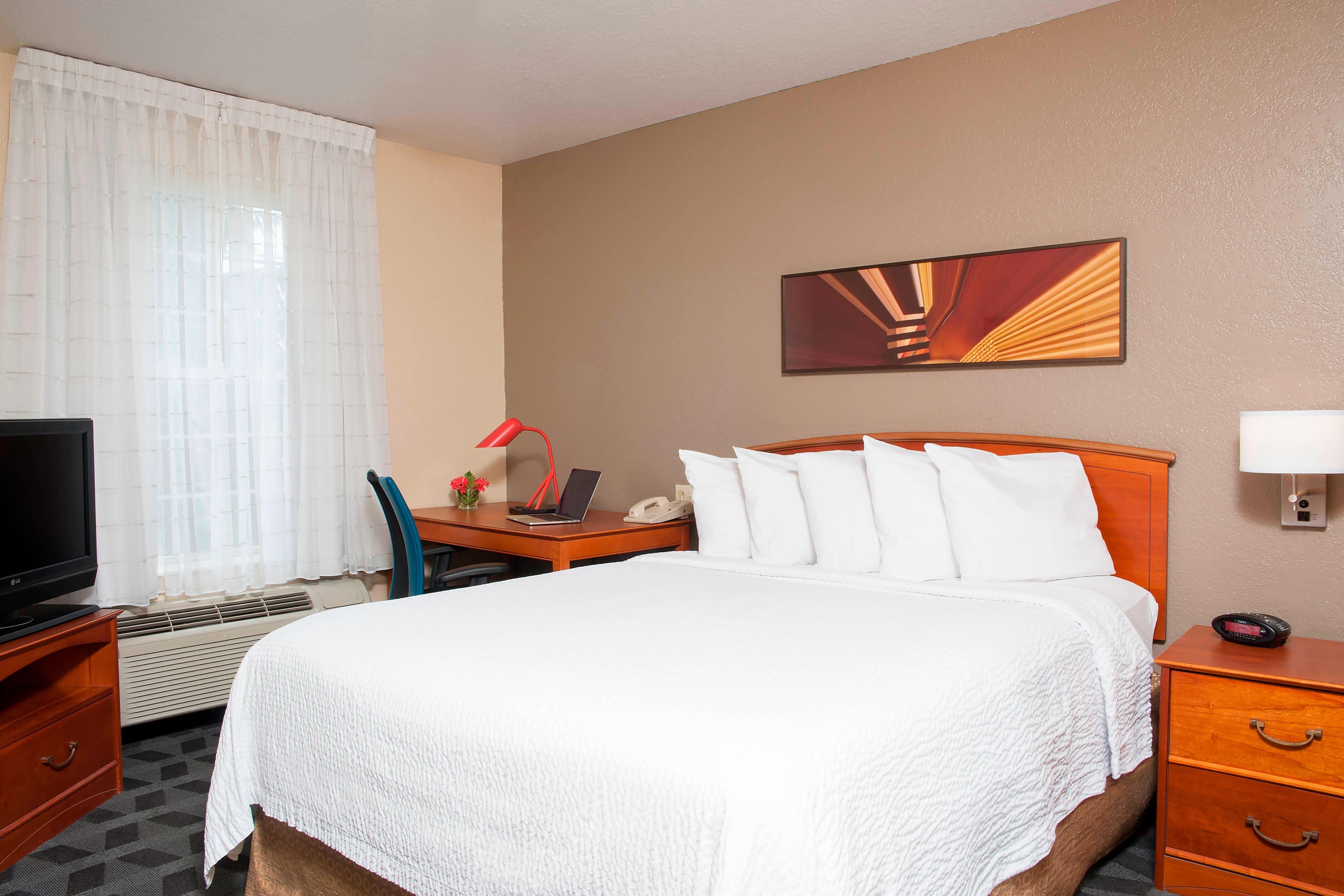 One-Bedroom Suite – Sleeping Area