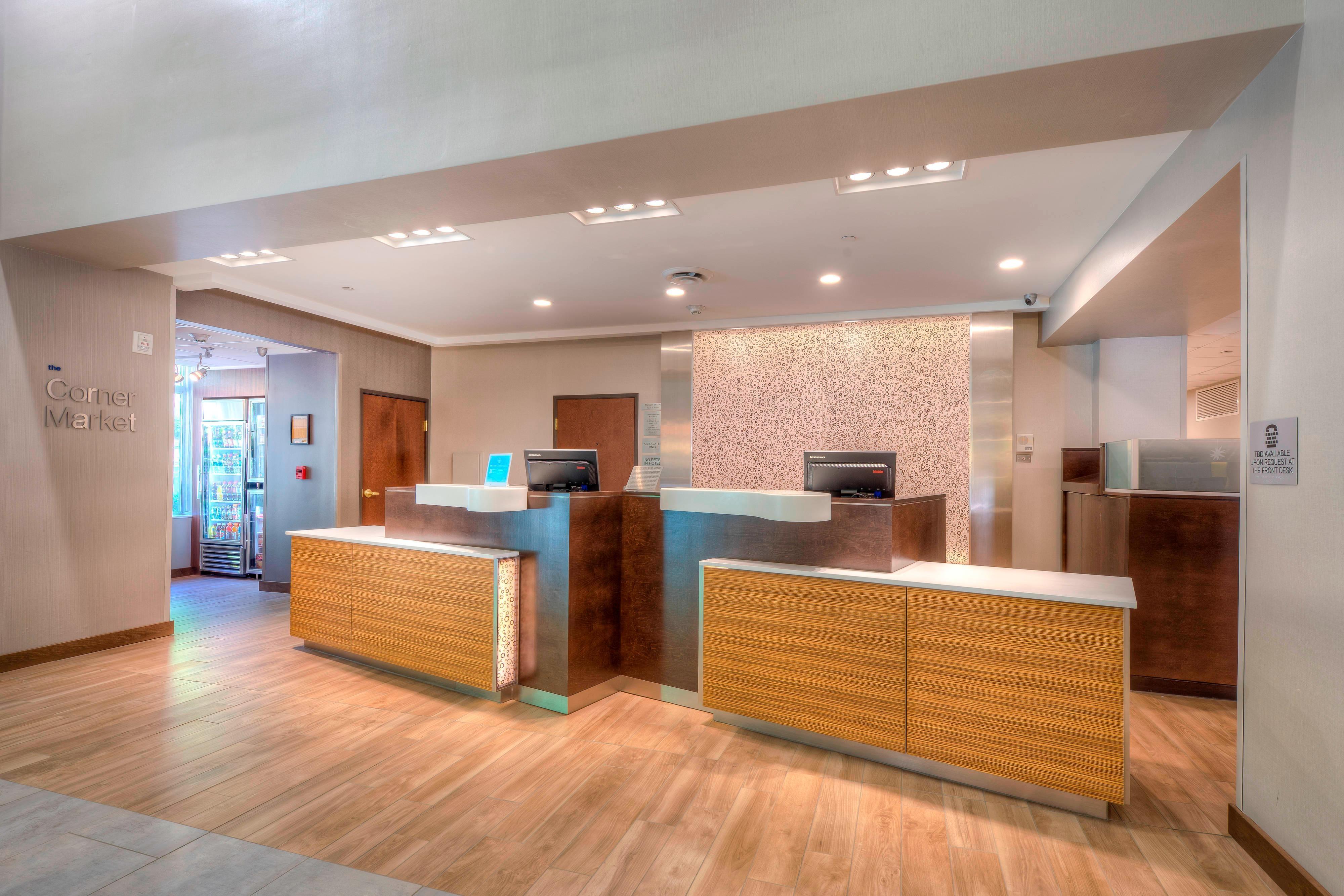 Fairfield Inn & Suites Front Desk