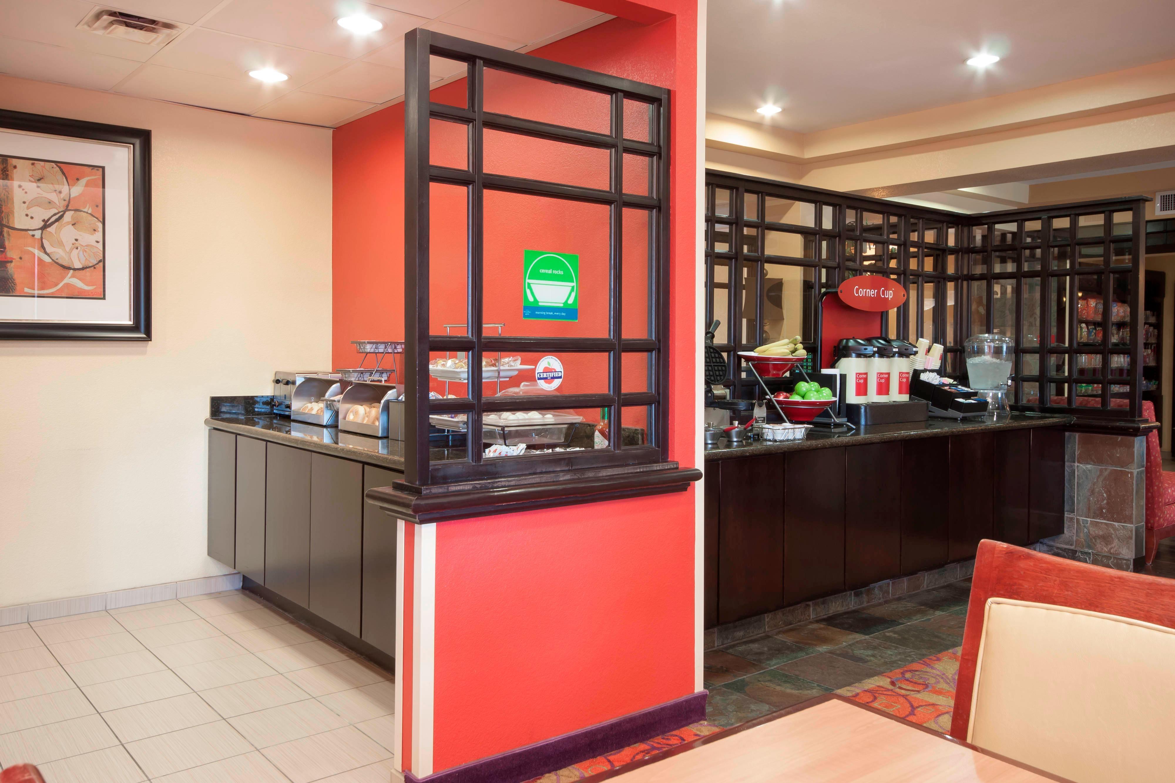 El Centro Hotel Free Breakfast
