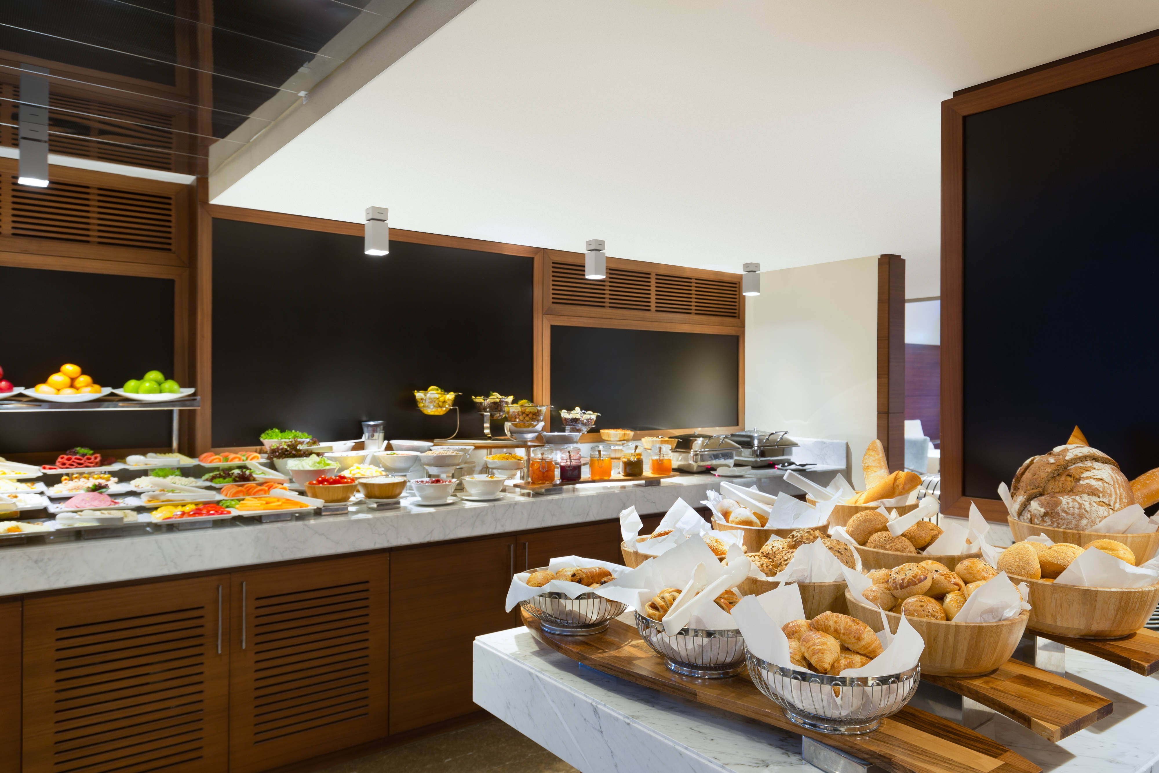 AC Lounge – Breakfast Buffet