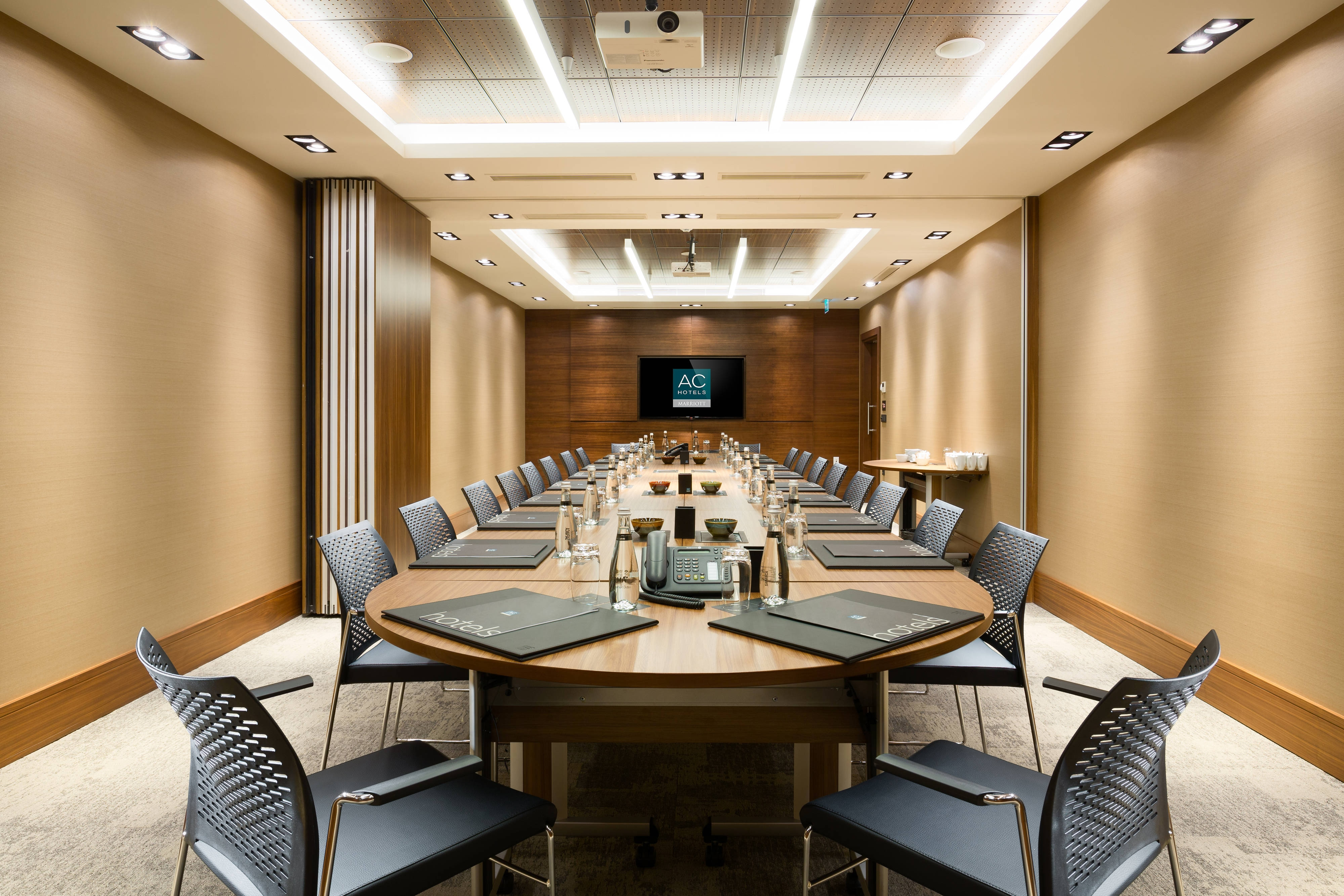 Nisantasi Meeting Room- Boardroom Setup