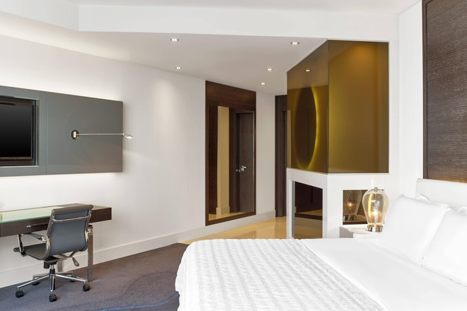 Spacious Bosphorus room, Le Méridien bed facing window
