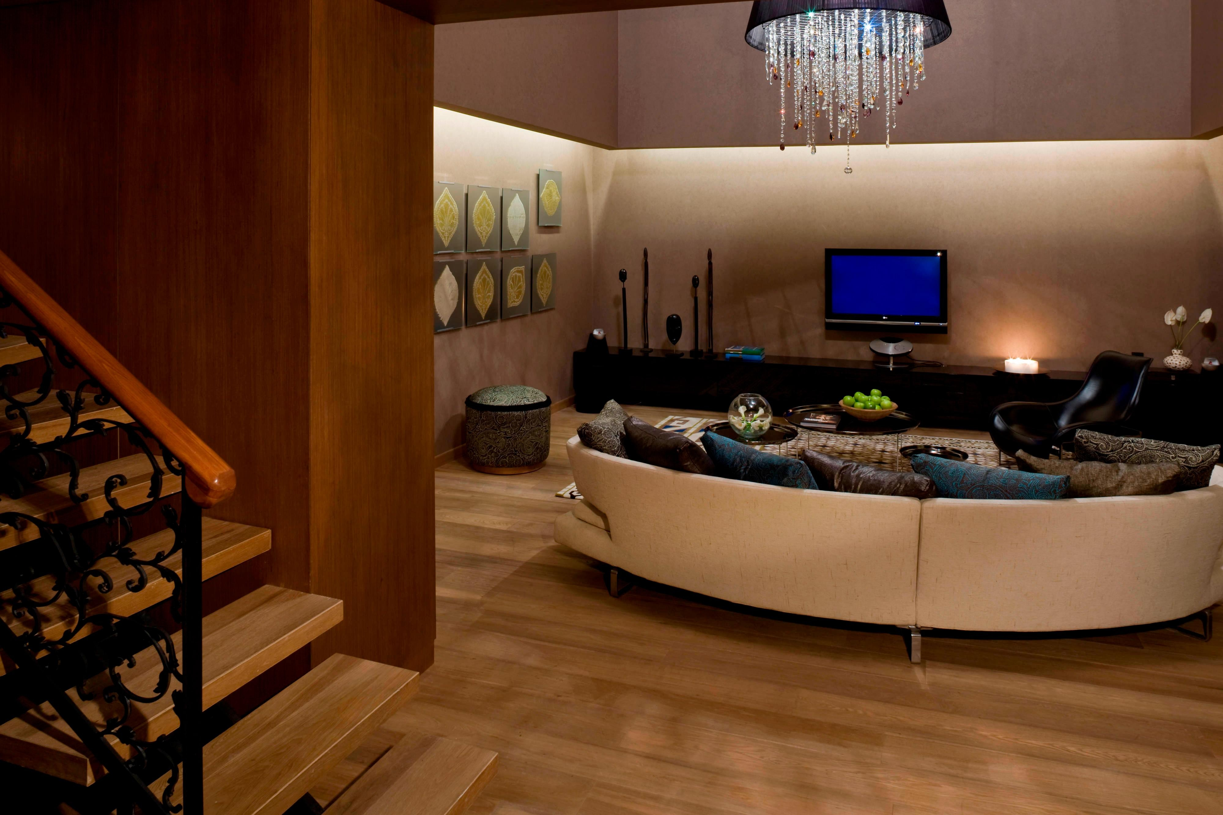 WOW Suite-Seating Area