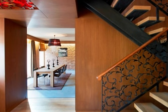 Wow Suite - Dining Room & Stairs