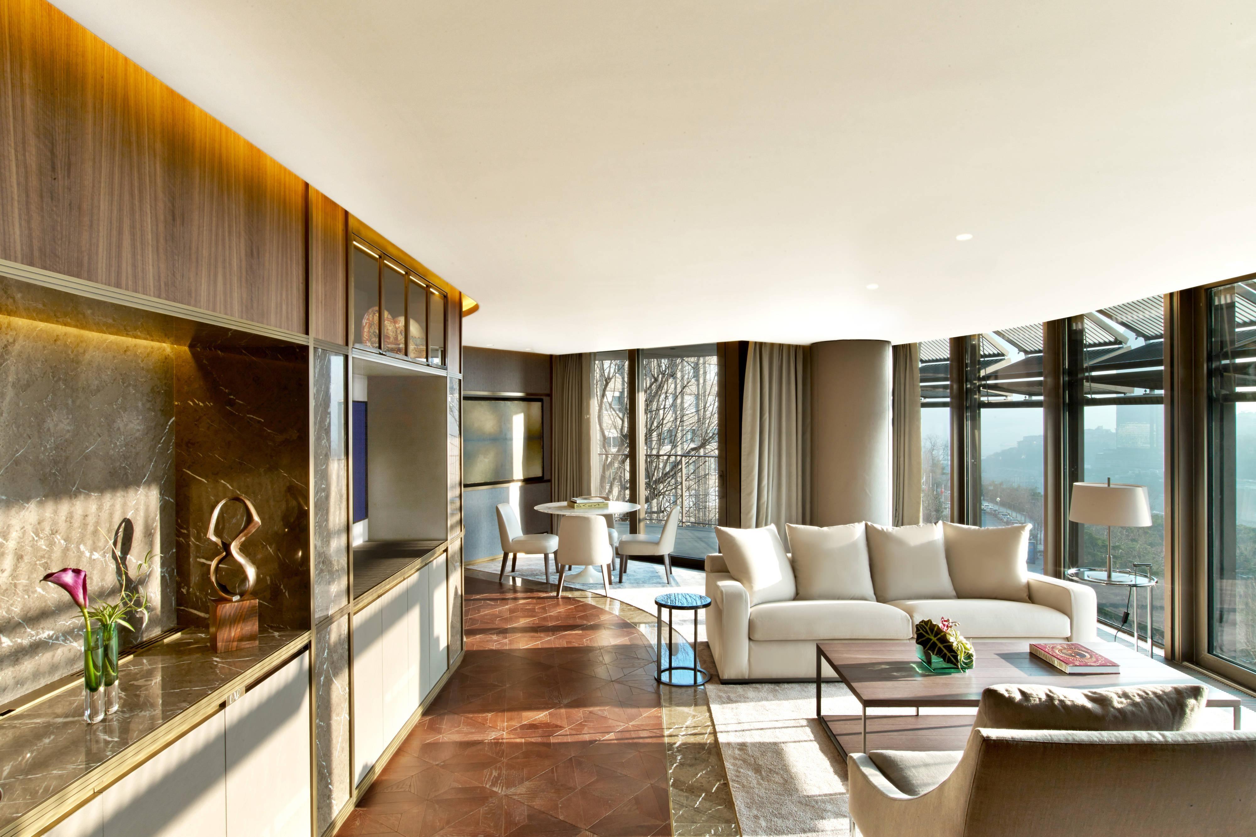 Cosmopolitan Suite