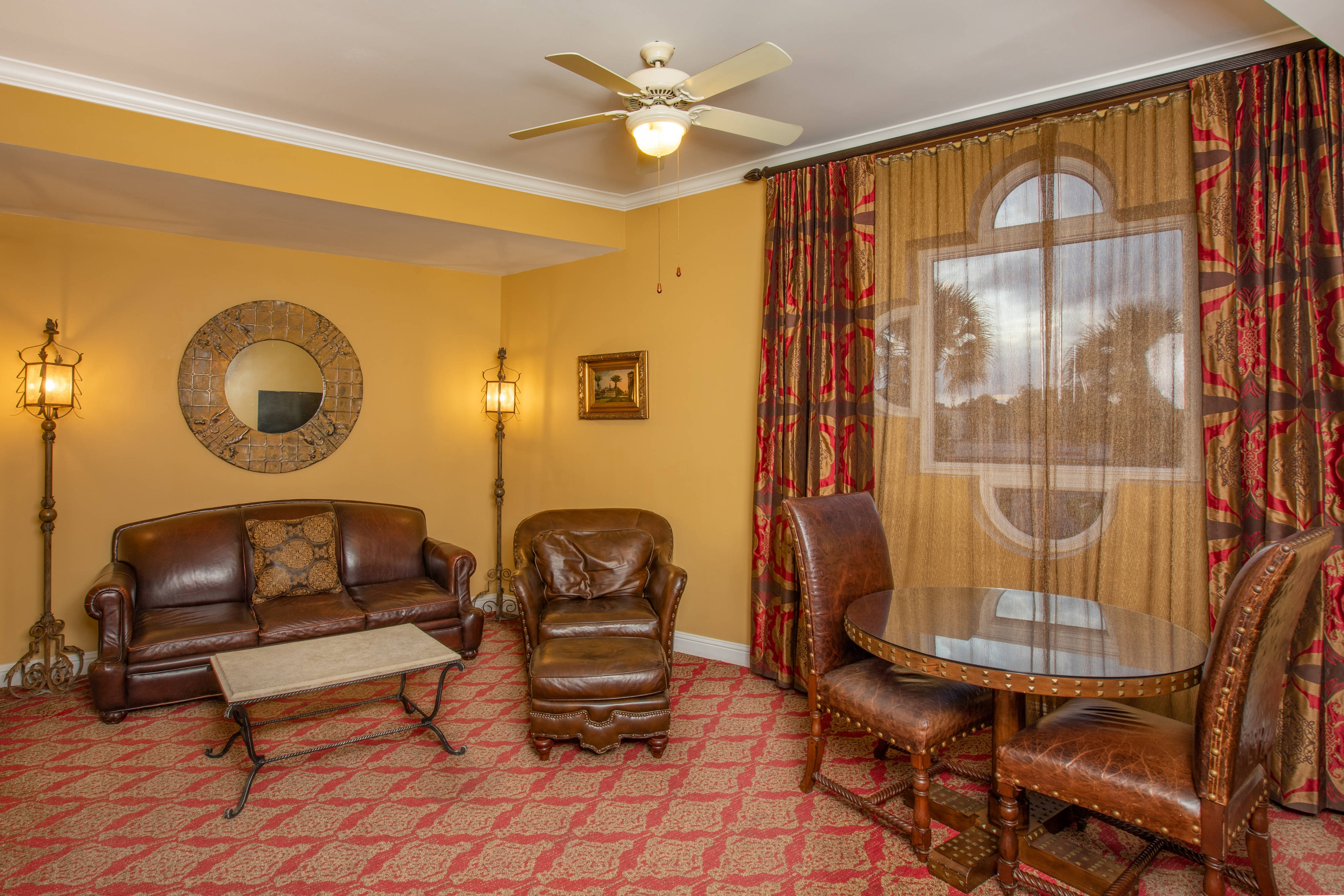 King Premium Guest Room - Seating Area