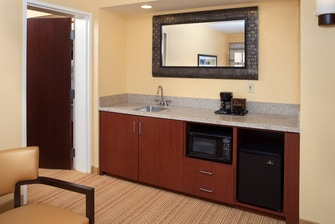 Jacksonville Courtyard King Suite Wet Bar