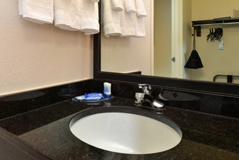 orange park hotel bathroom