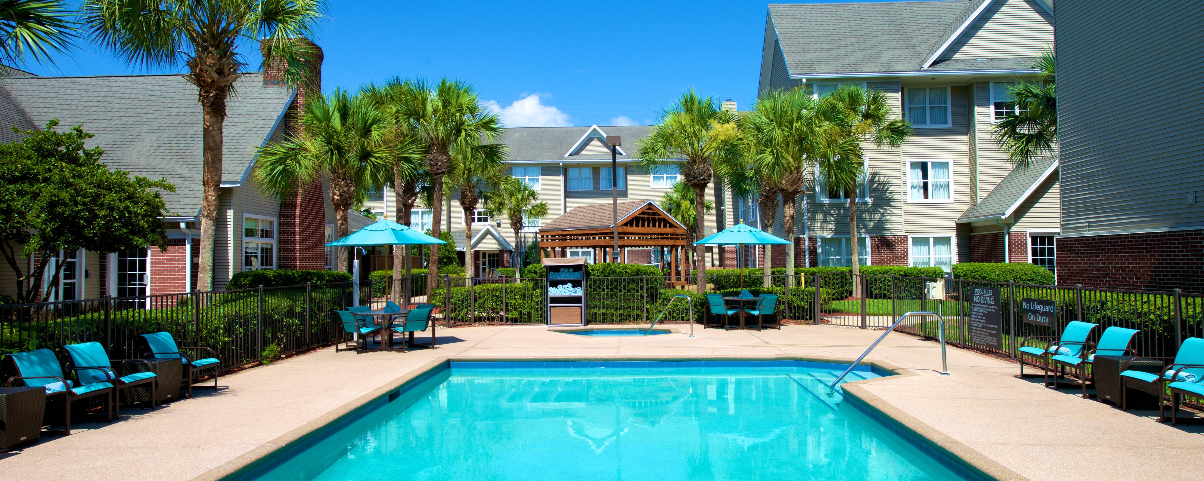 Jacksonville Hotel Outdoor Pool