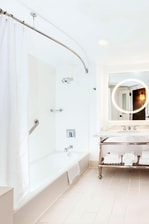 Guest Bathroom - Queen/Queen Room