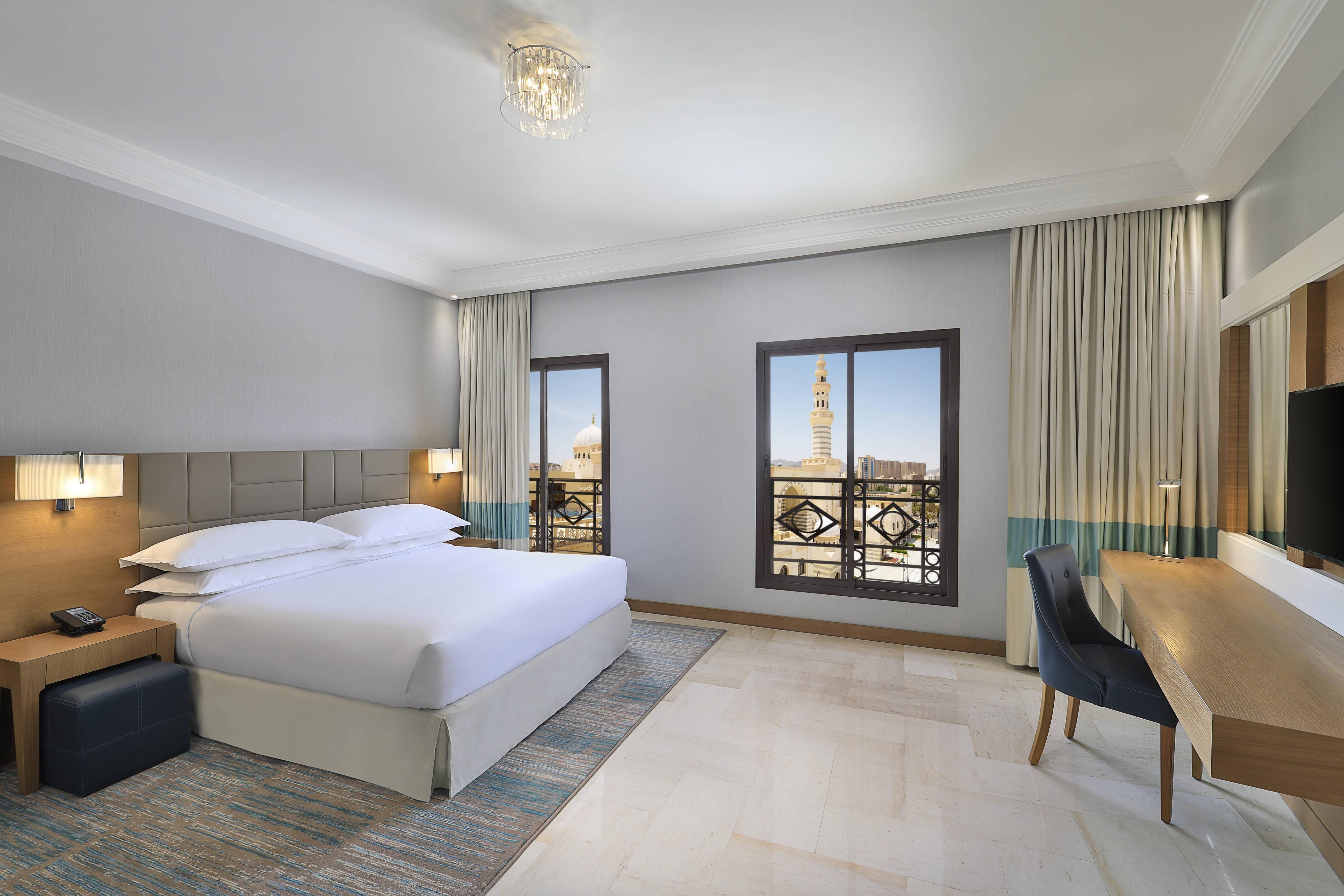 Делюксс двуспальной кроватью (King) и видом на город