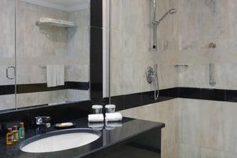 حمام الغرفة الكلاسيكية (Classic) للنزلاء