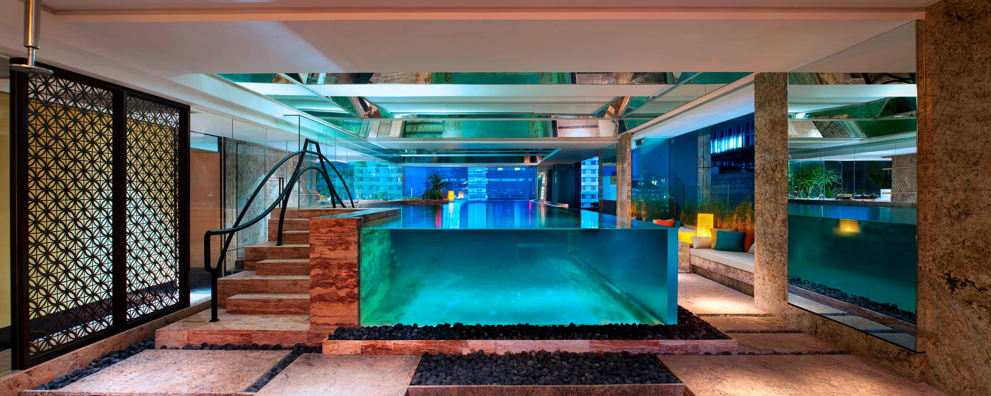 Swimming Pool overlooKing city View