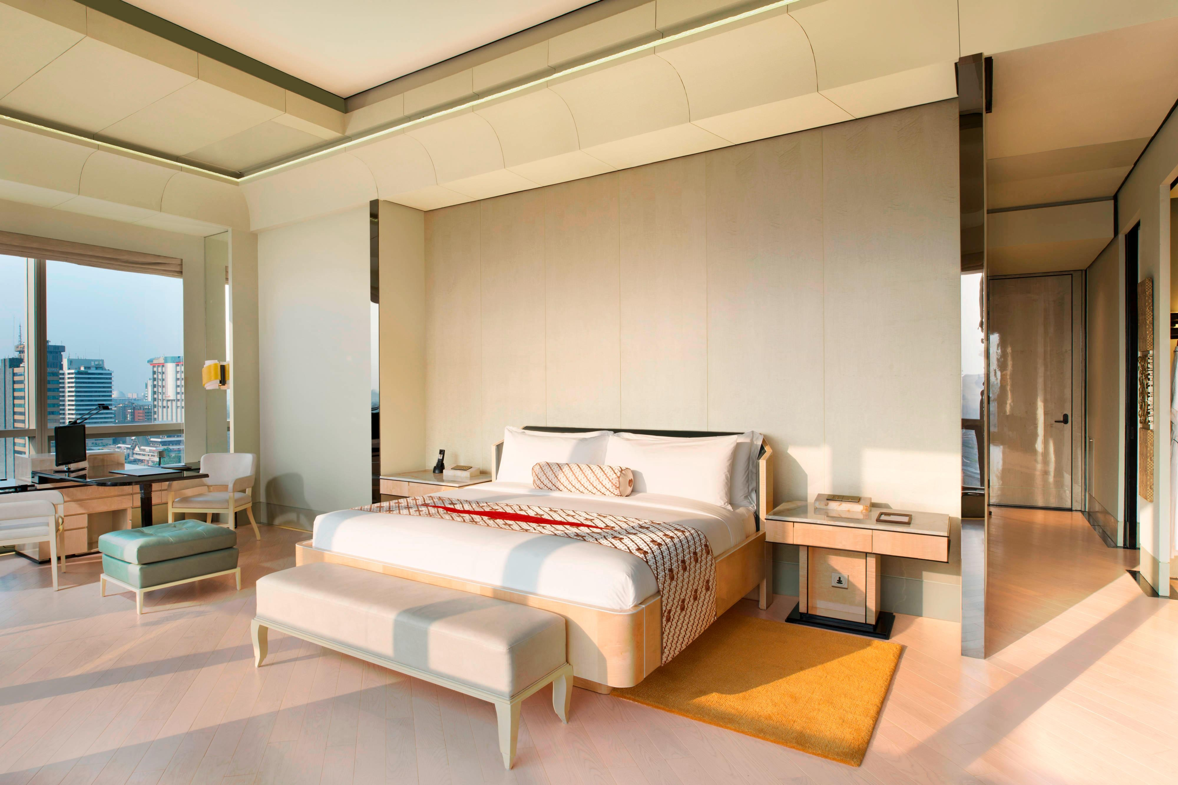 Executive Room with spacious Living Area in daylight