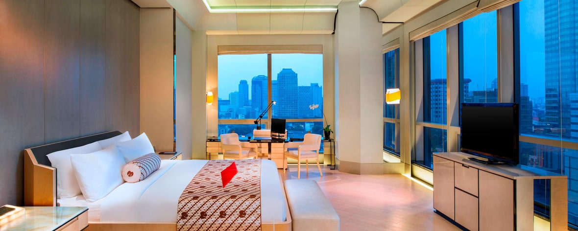 Executive Room with floor to ceiling windows overlooKing the city