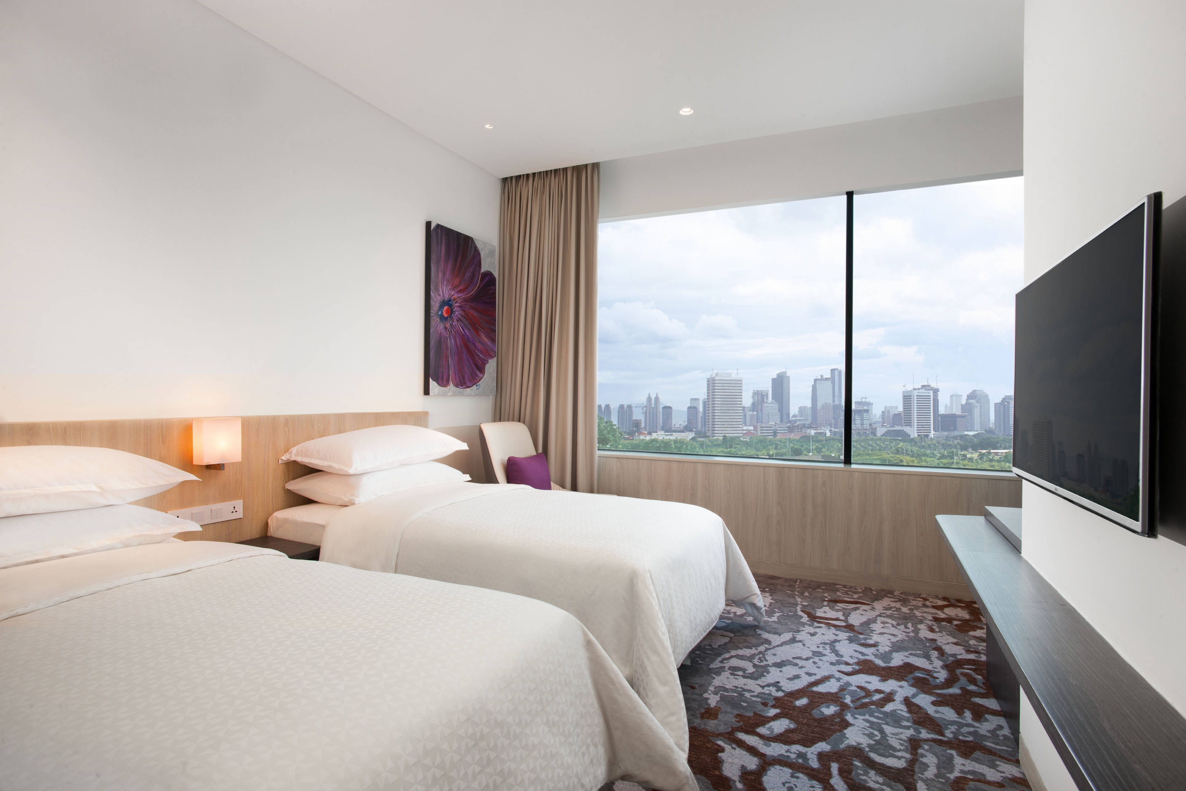 Twin Twin Deluxe City View Guest Room