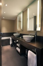AC Ambassadeur Suite bathroom