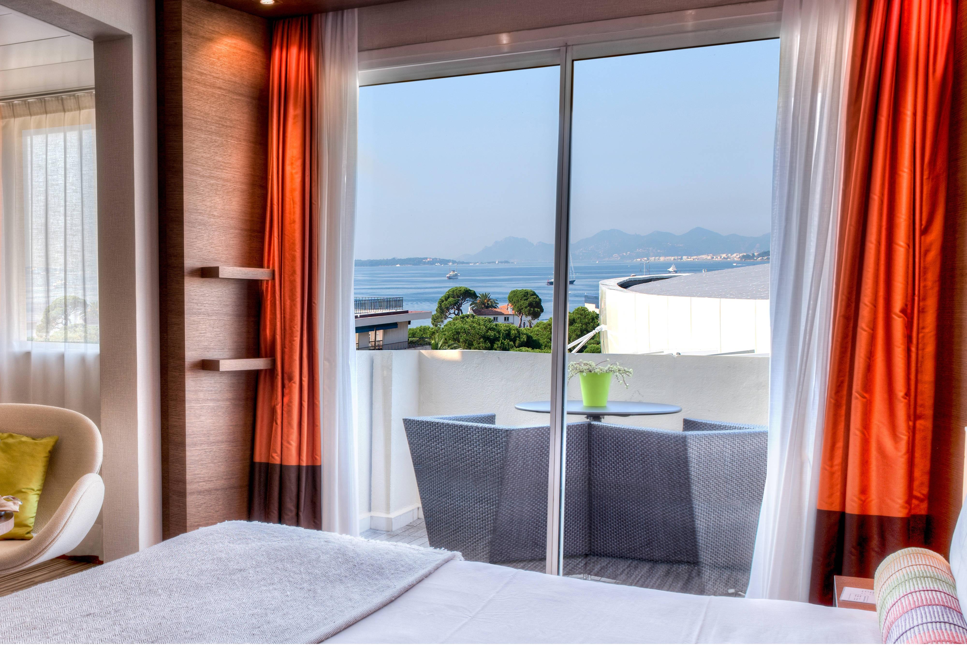 Antibes luxury Sea View room