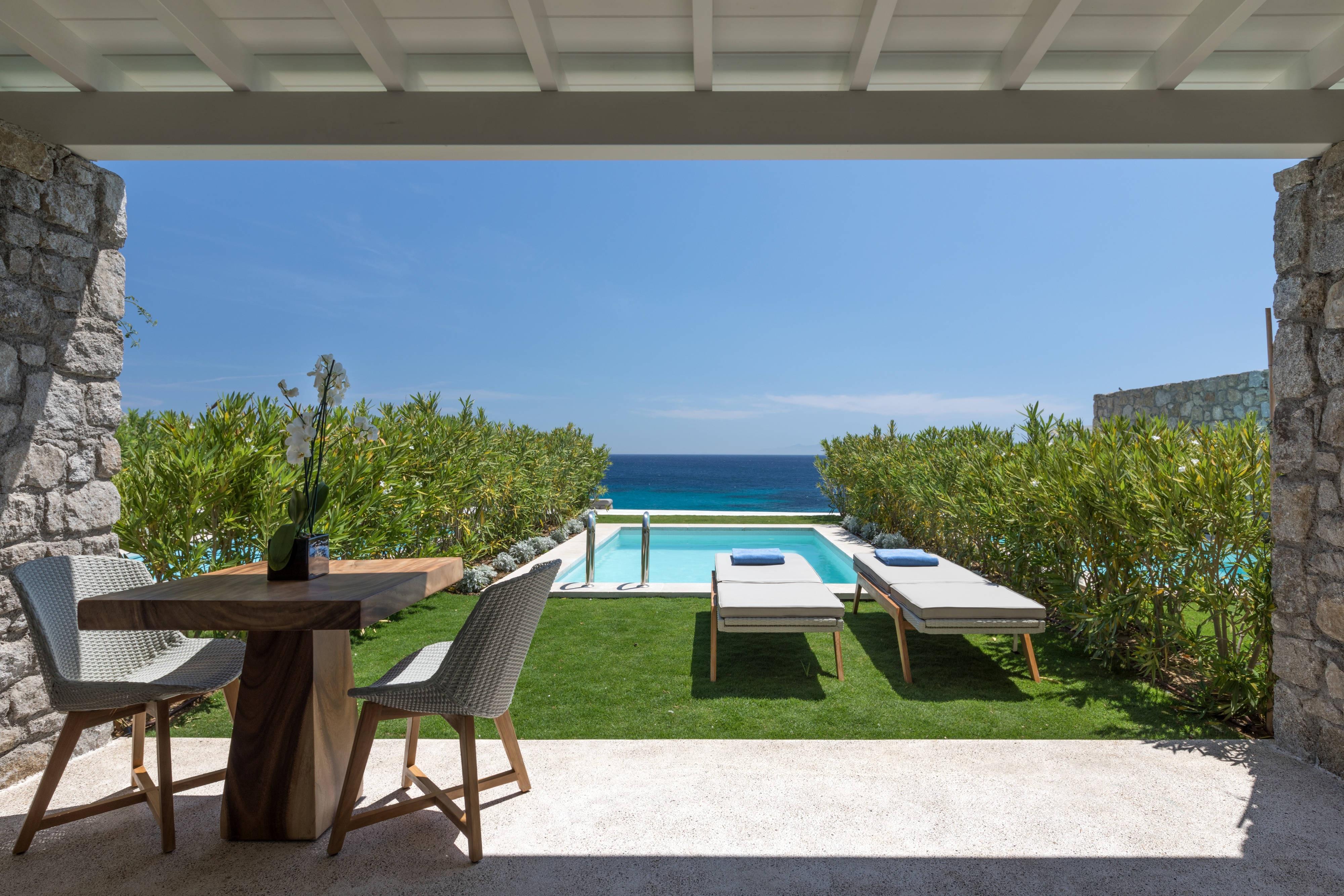 Suite Deluxe con vista al mar y piscina
