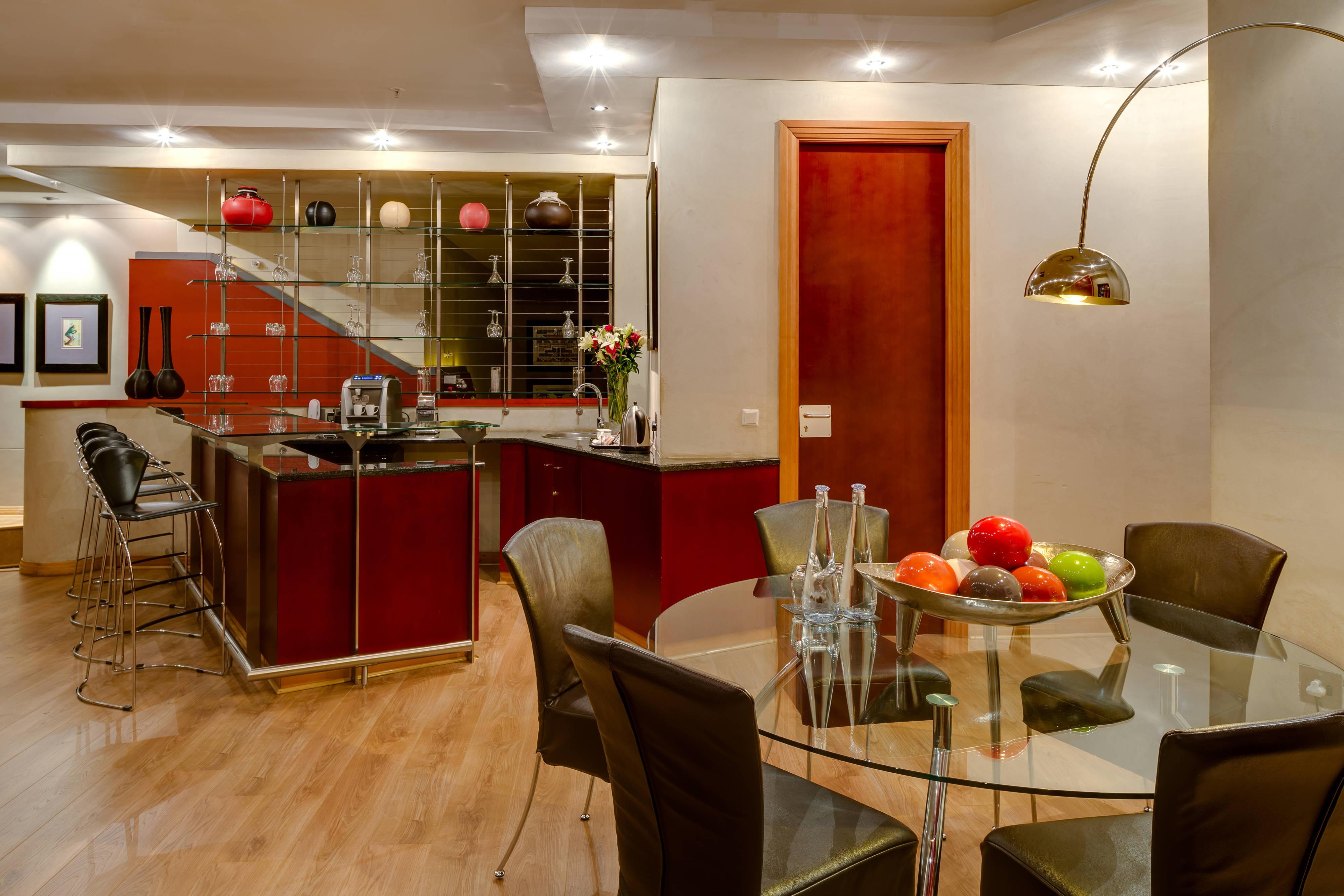 Suite luxueuse - salle à manger et cuisine