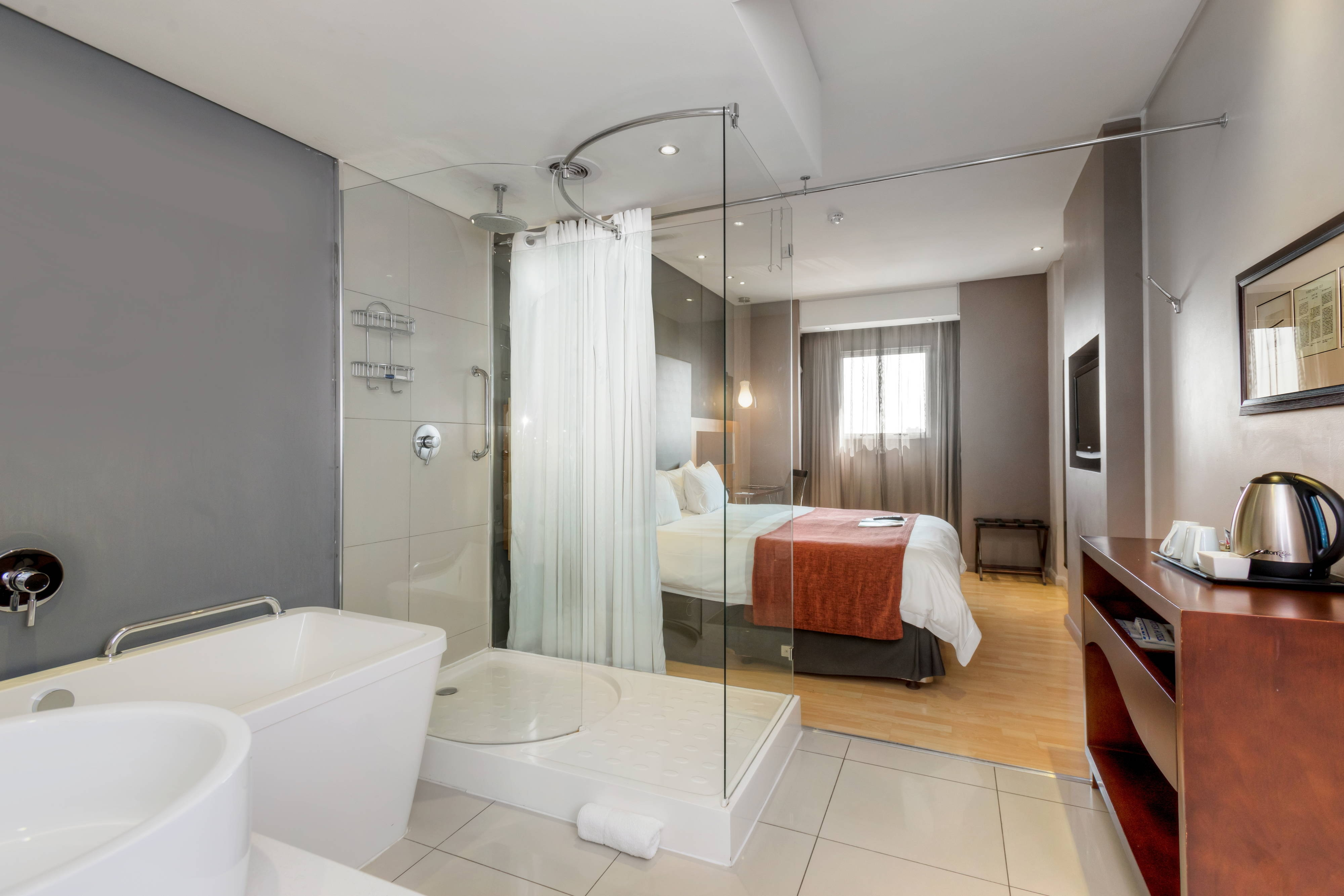 First Class Deluxe Guest Bathroom