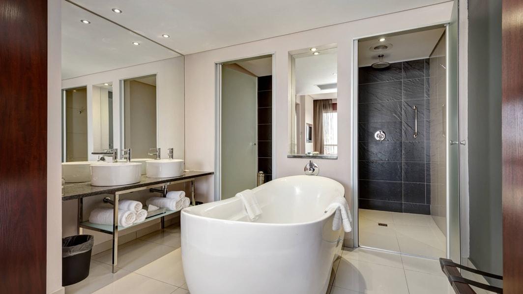 1ベッドルーム スイートのオープンバスルーム