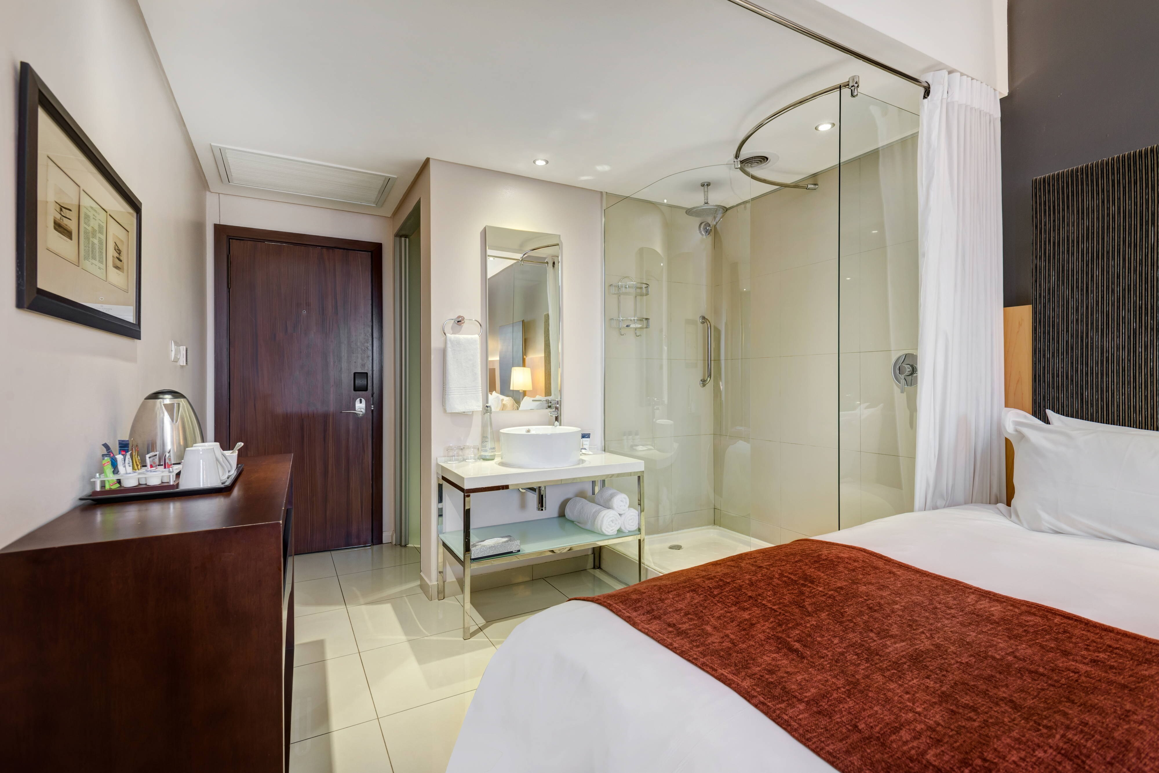 Business Class Twin - Guest Bathroom