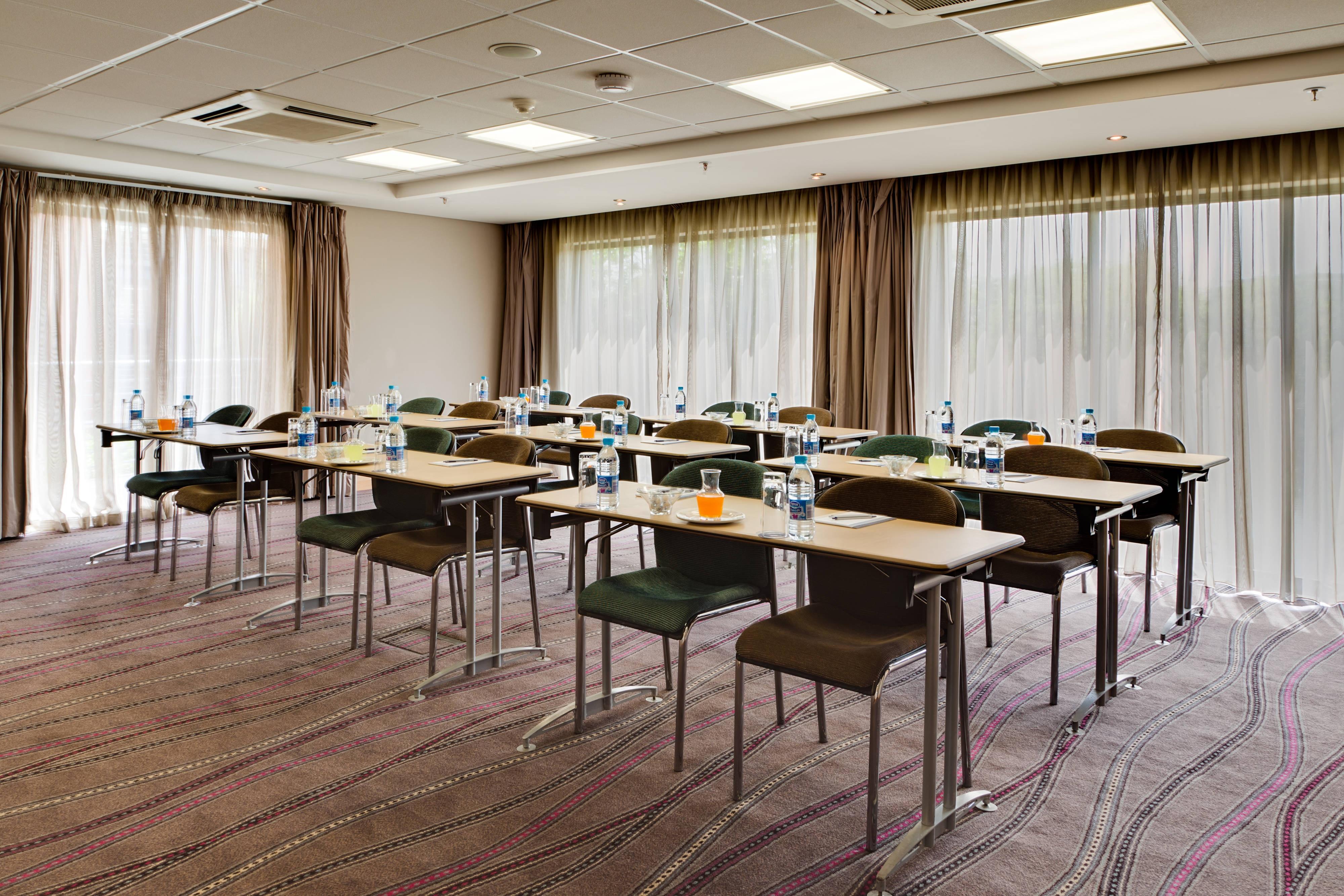 Salle de conférence–configuration salle de classe