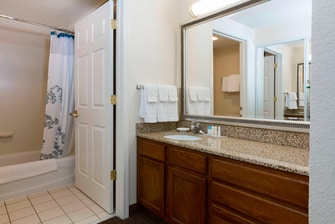 Olathe Kansas Hotel Suite Bathroom