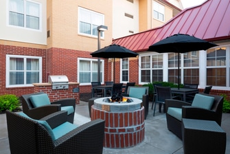 Olathe Kansas Hotel Outdoor Courtyard