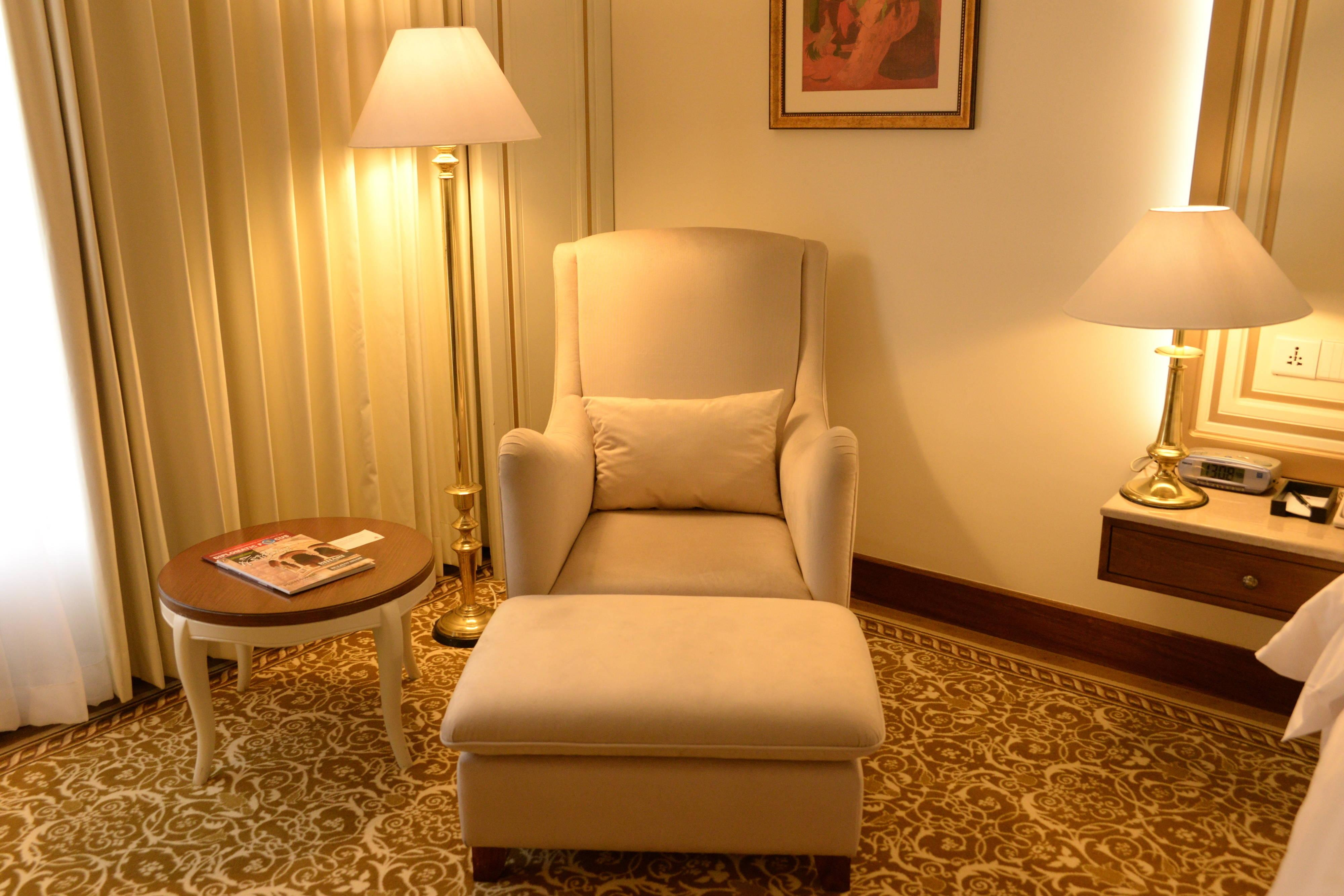 Deluxe Twin/Twin - Sitting Area