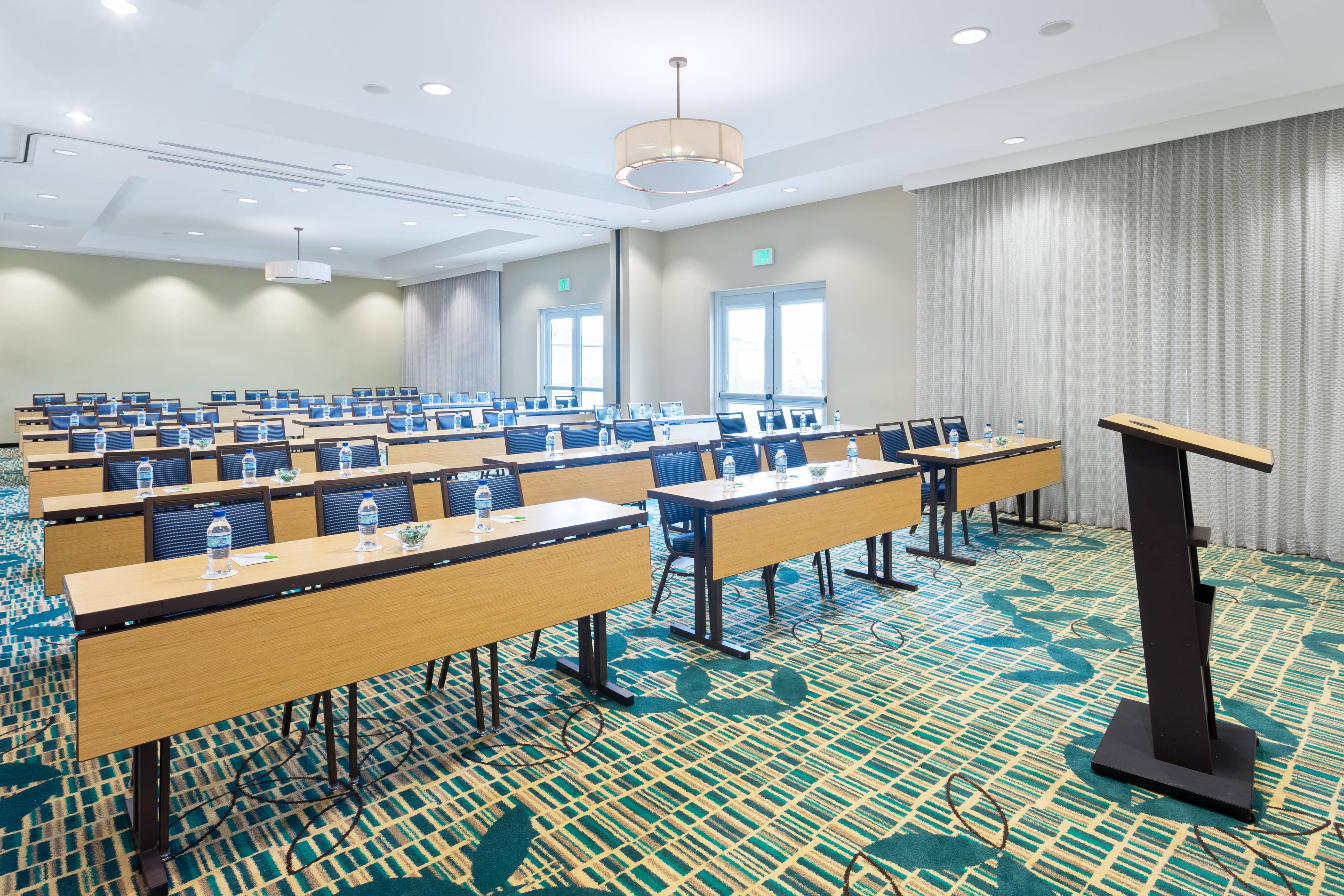Sala de reunião Frangipani – preparação em estilo sala de aula