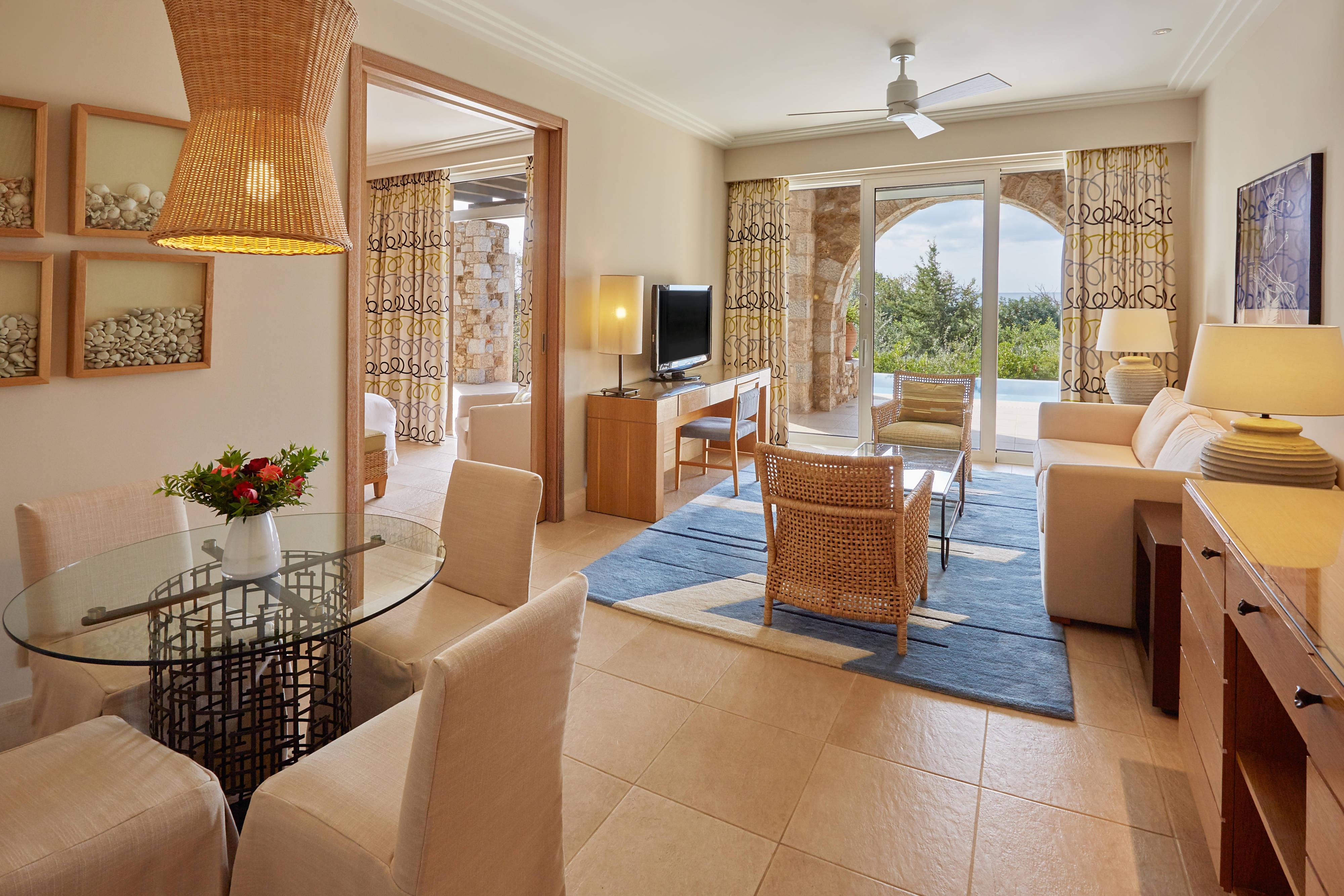 Premium Infinity Suite – Living Room