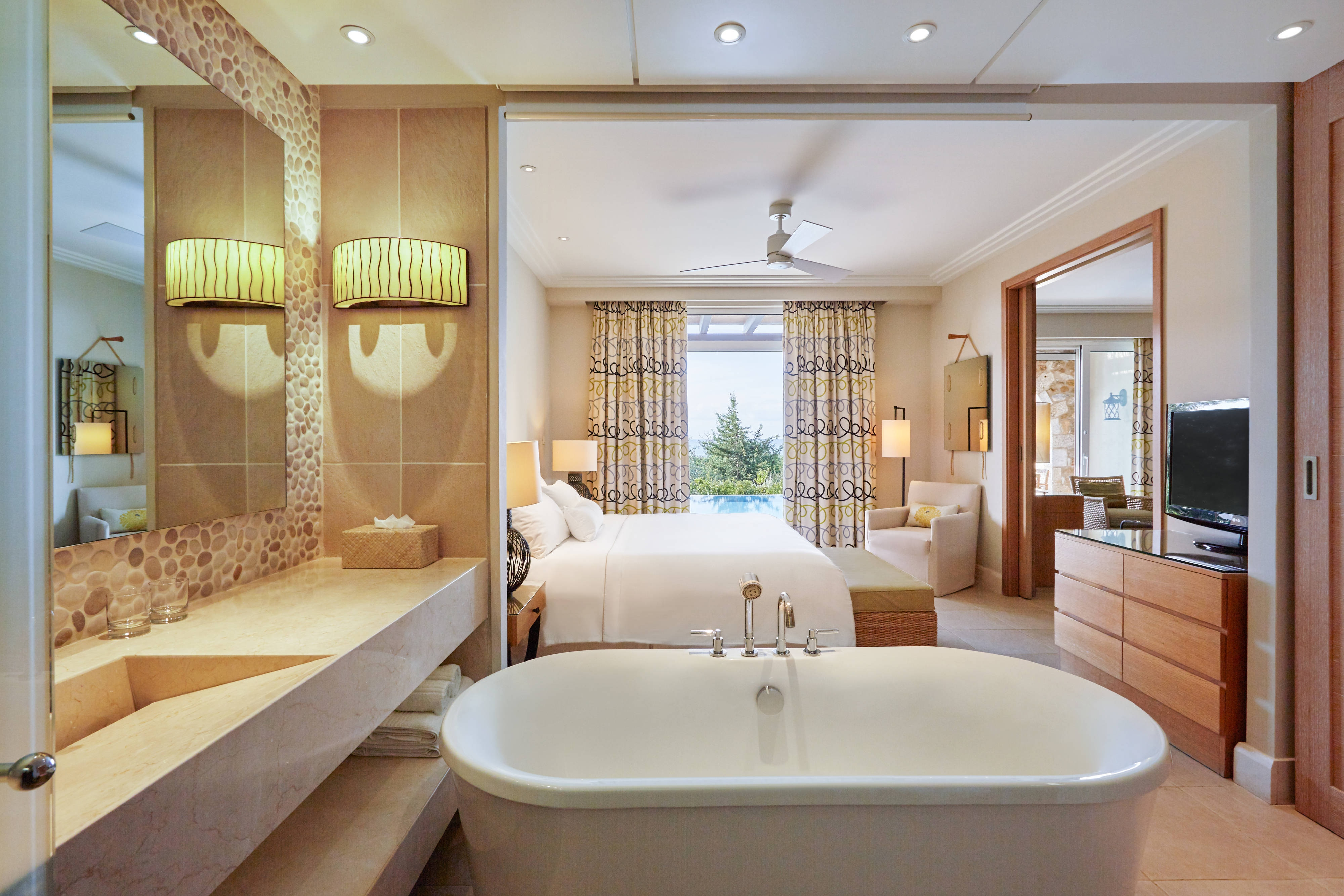 Premium Infinity Suite - Bedroom