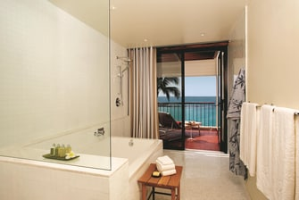 Deluxe Oceanfront Bathroom