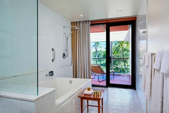Deluxe Bathroom - Golf Vista