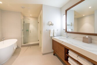 Premier Ocean View Suite - Bathroom