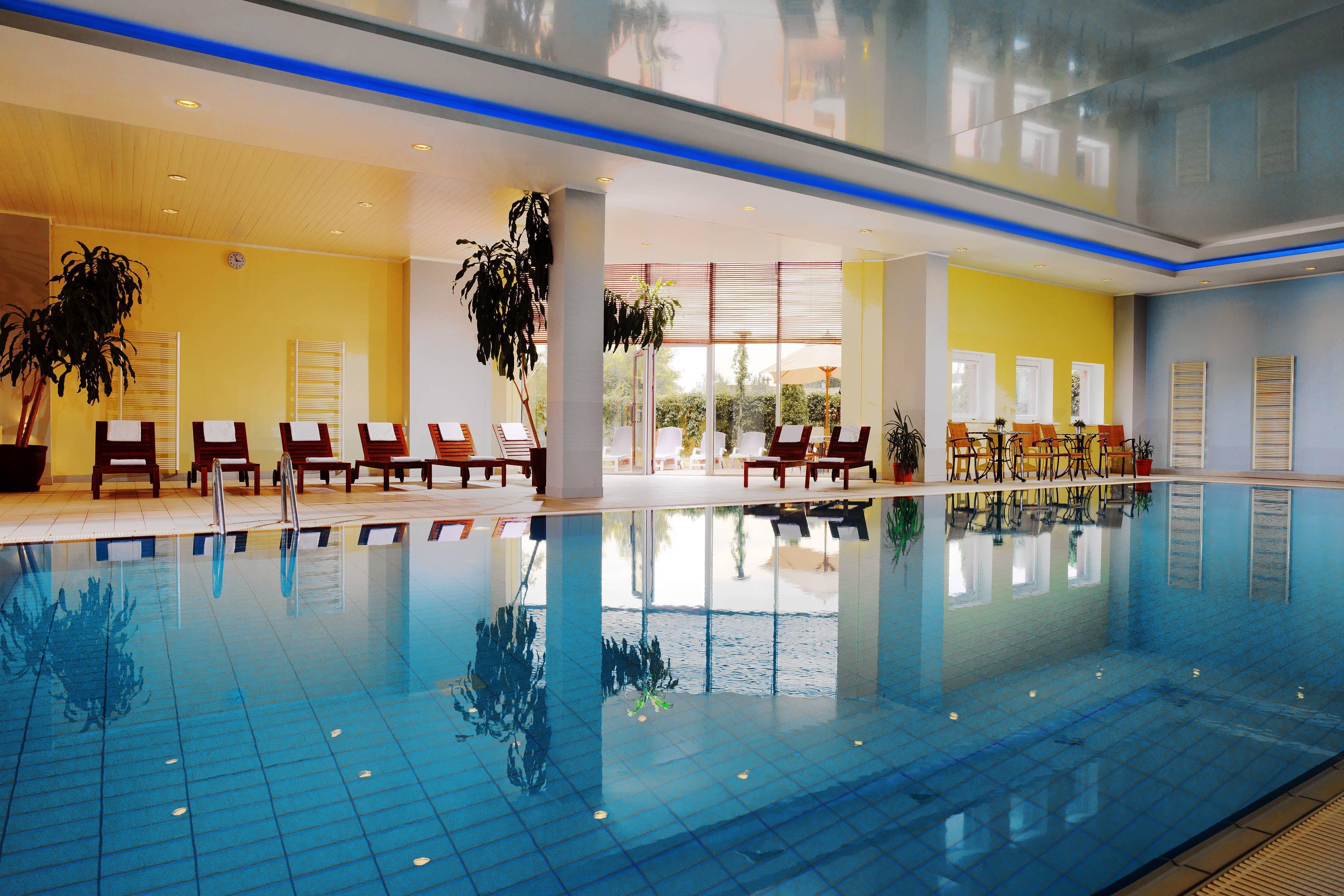 Отель Renaissance (Самара) с бассейном
