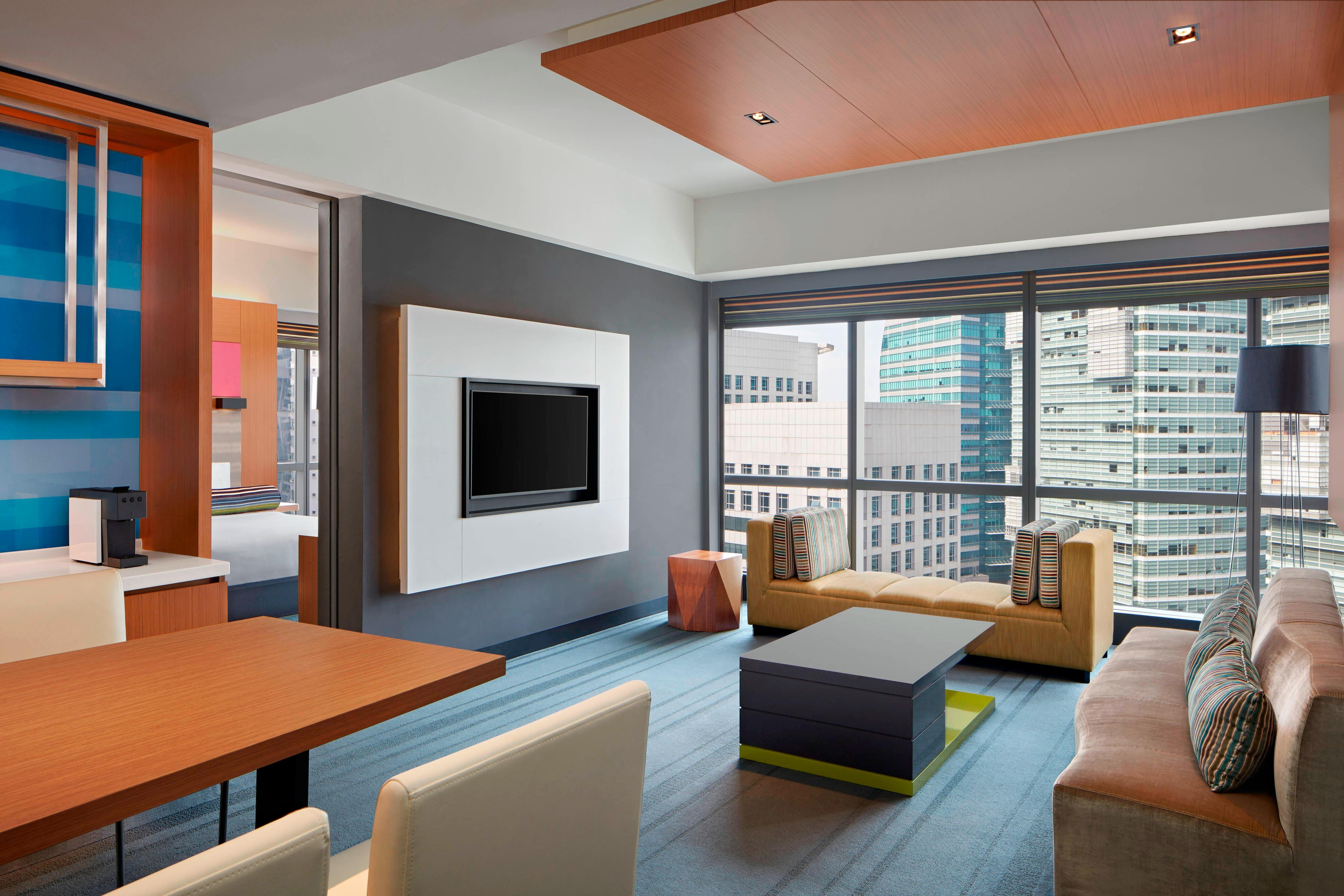 Breezy Suite-Living/Dining Room