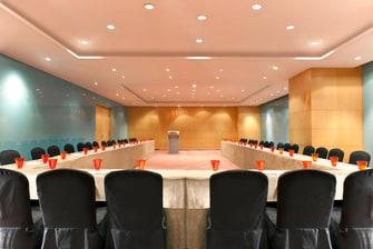 The Synergy Room - U-Shape set up