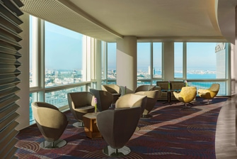 Club Lounge with Great View of the City - Sea