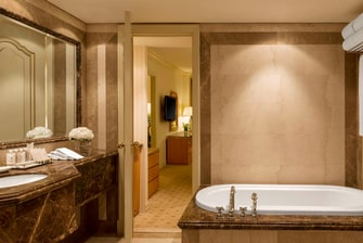 Executive Suite - Bathroom