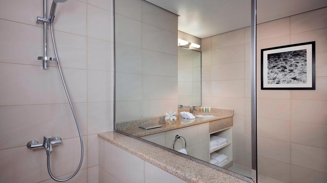 Residence Inn Kuwait Bathroom