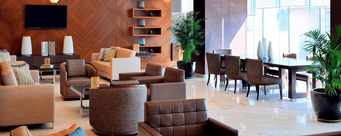 Rezeption in der Lobby des Residence Inn Kuwait