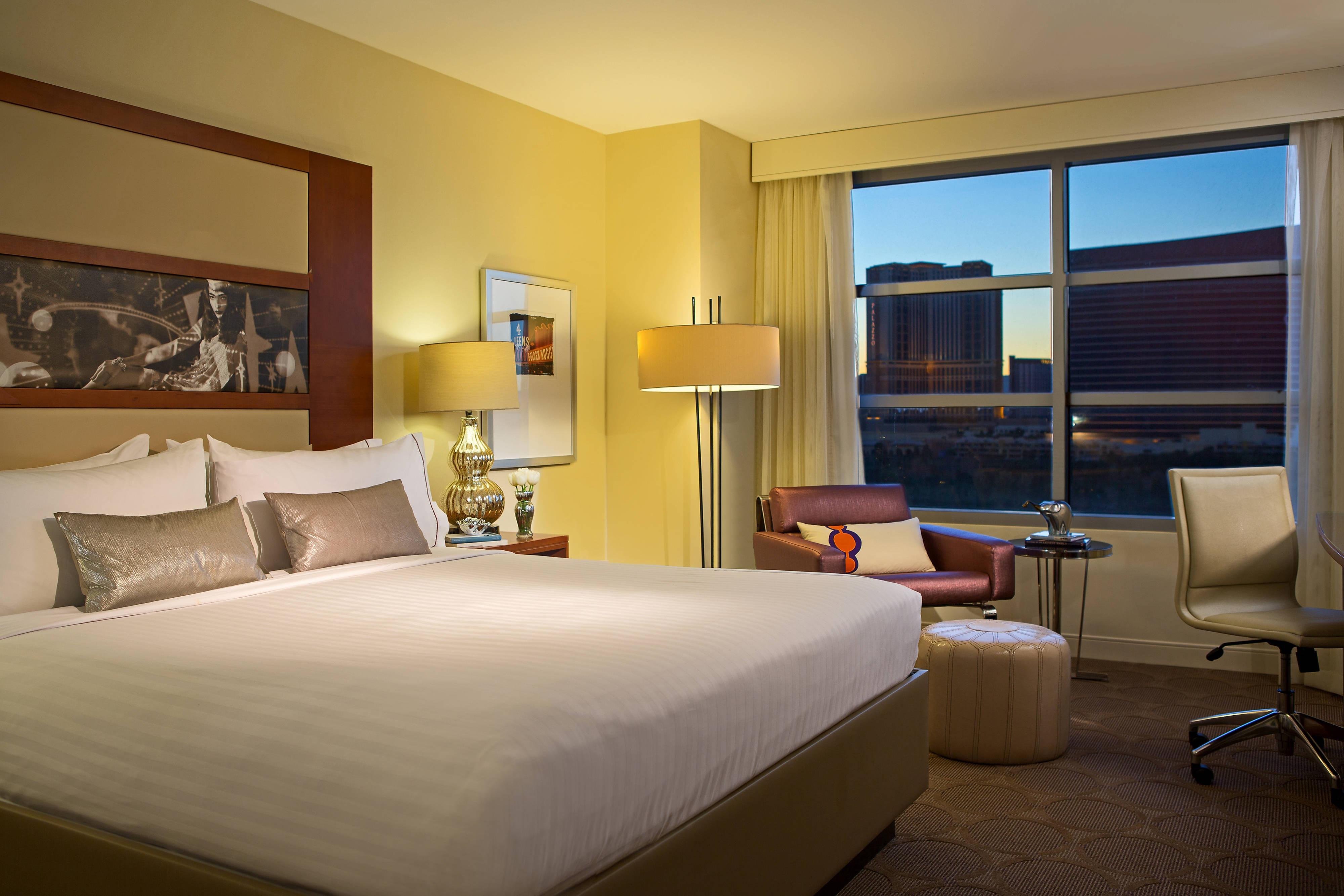 Chambre avec très grand lit-vue sur le Strip