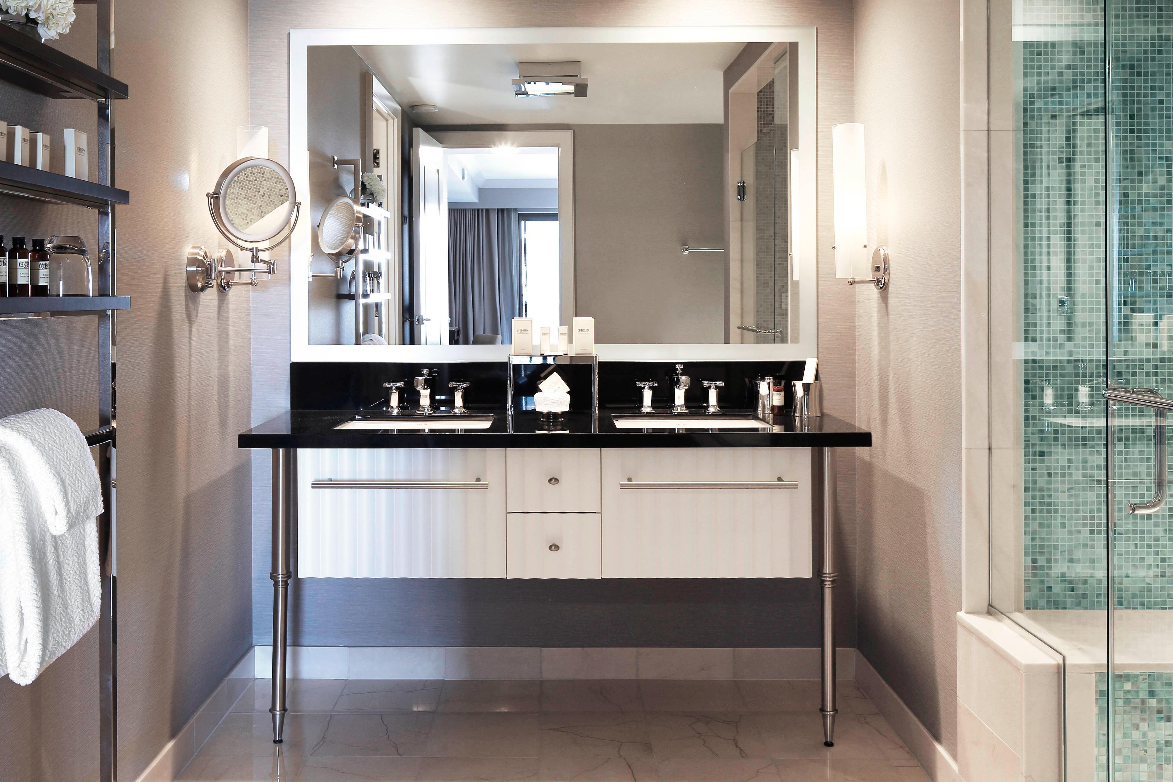 Salle de bains d'une suite avec terrasse